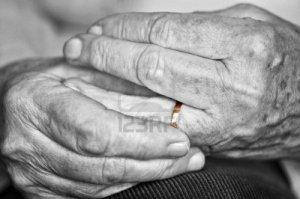 anillo/manos