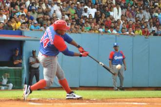 Festín en el estadio Mártires de Barbados a costa de Cocodrilos